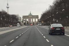 Blick auf das Brandenburger Tor vom Auto